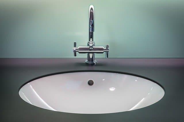למה חשוב לנקות את המקלחת והשירותים לעיתים תכופות יותר?